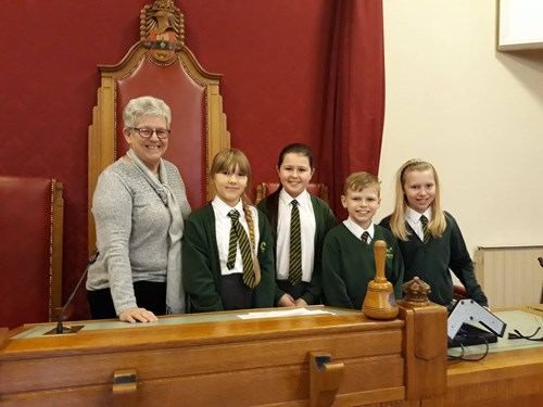 Councillor Sue Ridney and pupils from Ashwood Park Primary