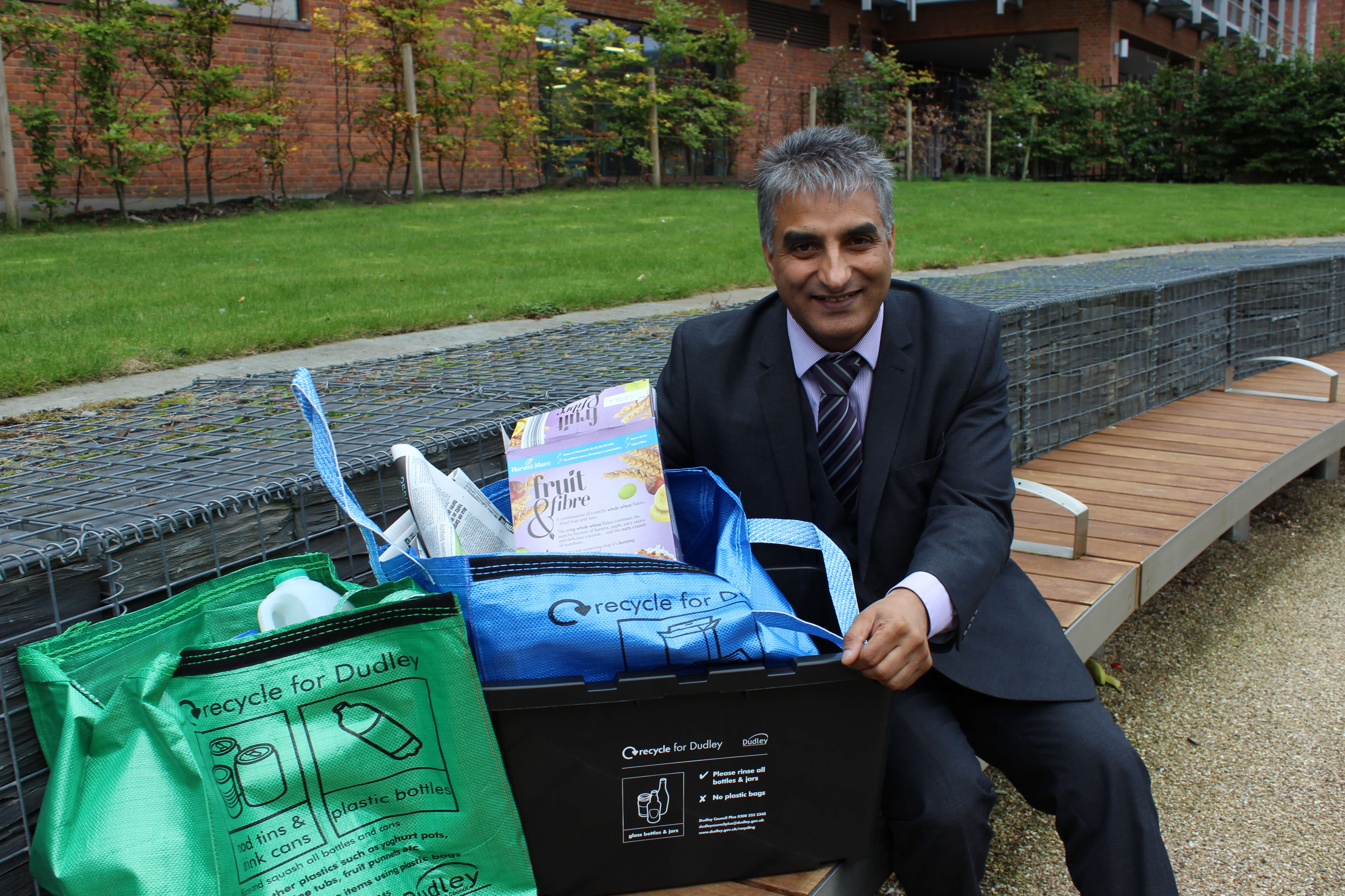 Council pledges to recycle well for Dudley