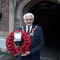 Mayor lays wreath at Clock Tower