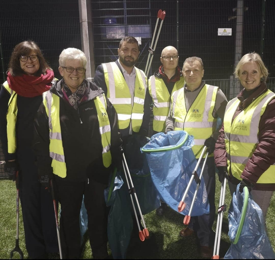 Top brass roll up sleeves to tackle litter in Pensnett